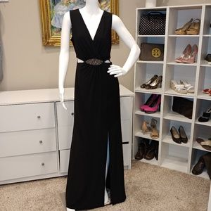 LAUNDRY BY SHELLI SEGAL PLUNGING CUTOUT GOWN 10